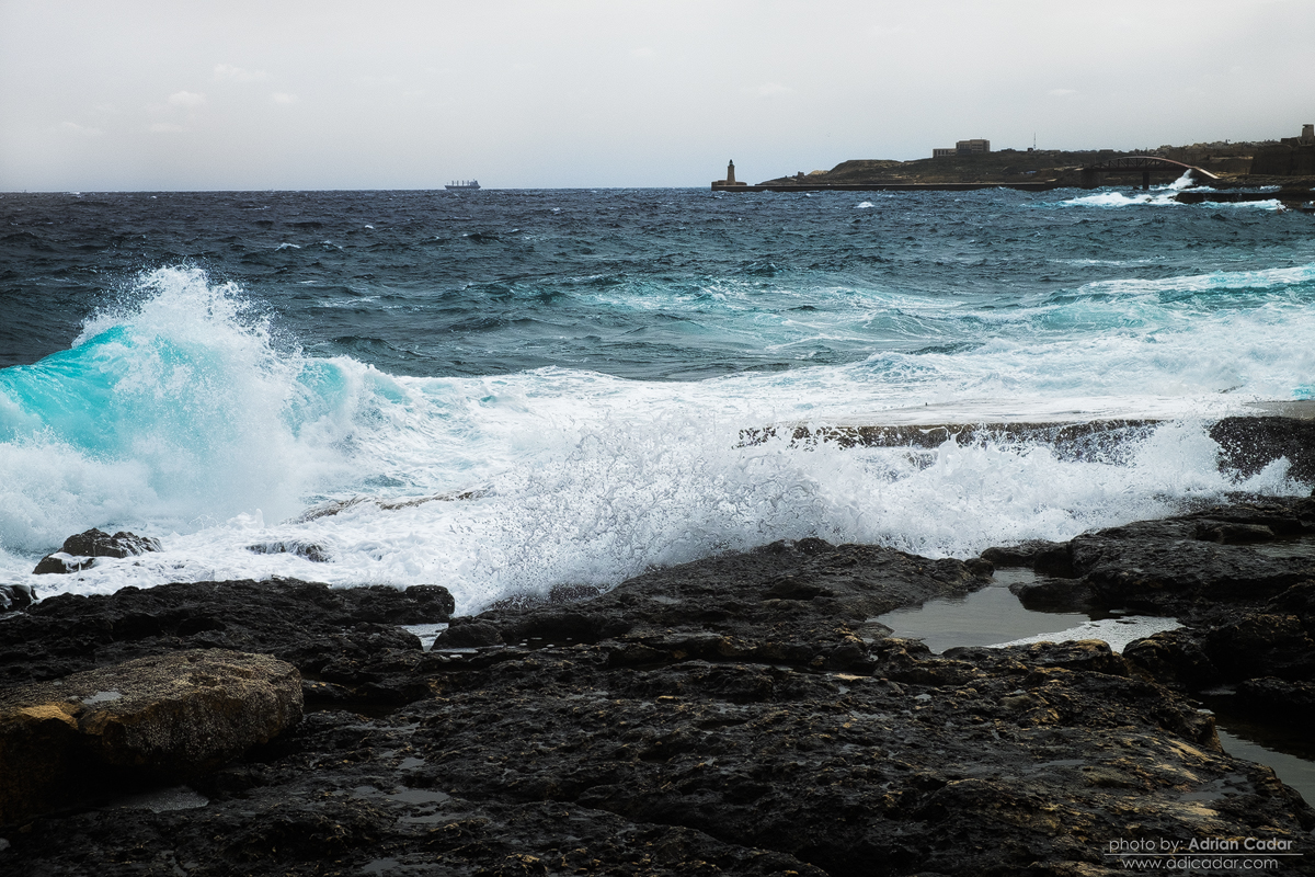 Waves in Gzira